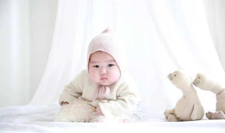 怎么和三个月的宝宝玩01