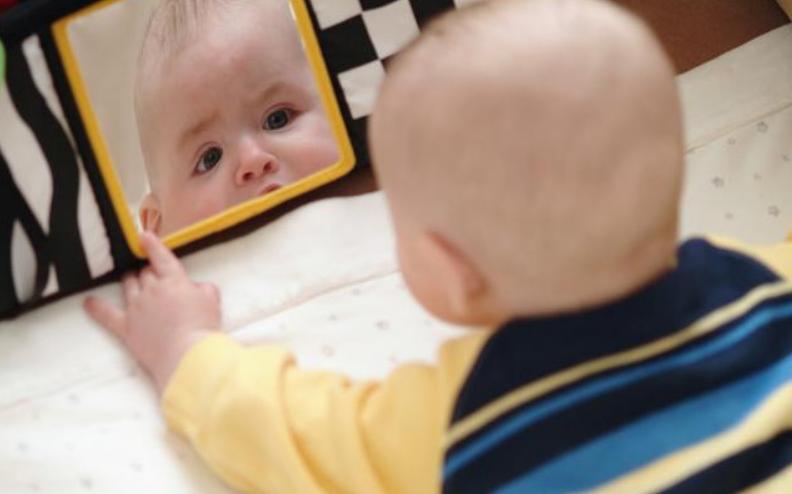0―6个月的婴儿早教有哪些,半岁内宝宝如何早教?2