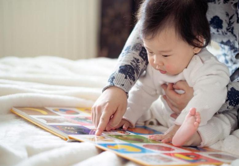 宝宝七个月聪明的表现,7个月婴儿早教游戏3