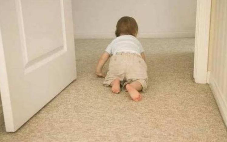 六个月宝宝坐姿势图解,6个月婴儿学习锻炼学坐2
