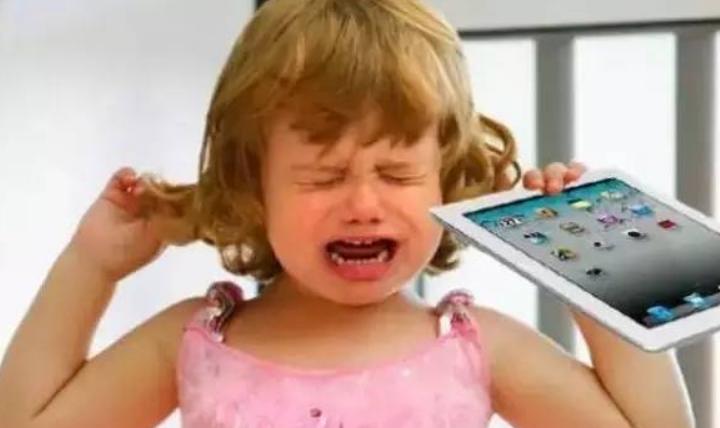 给宝宝玩电子产品好不好,是早教还是伤害?1