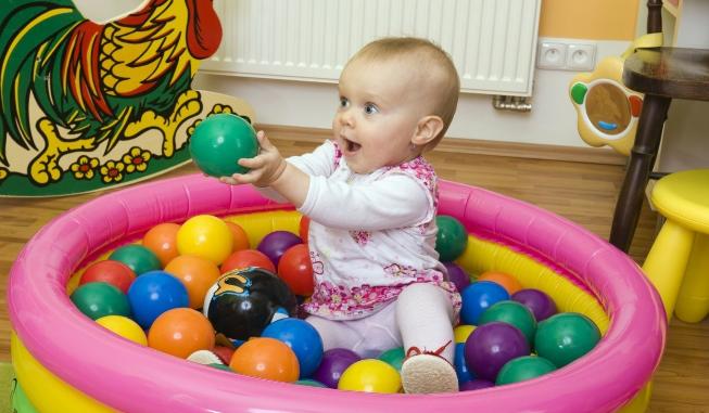 1-12个月宝宝早教游戏,帮助婴儿大脑发育1