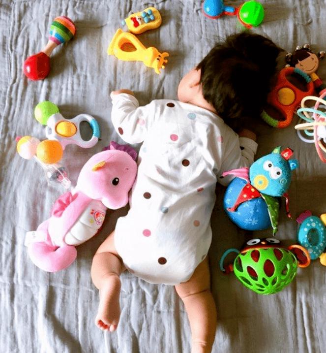 0-12个月宝宝,手部精细动作训练小游戏大全1